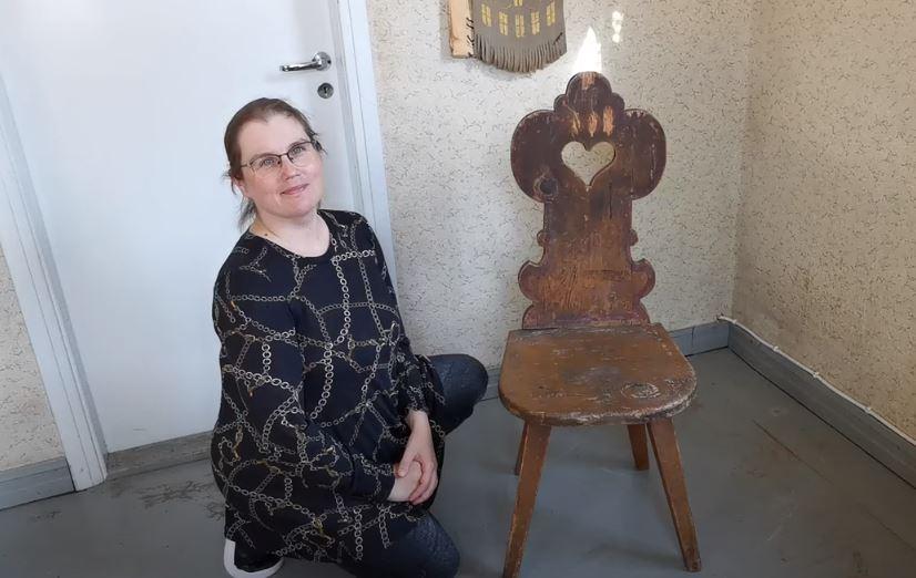 Vanha koristeellinen tuoli