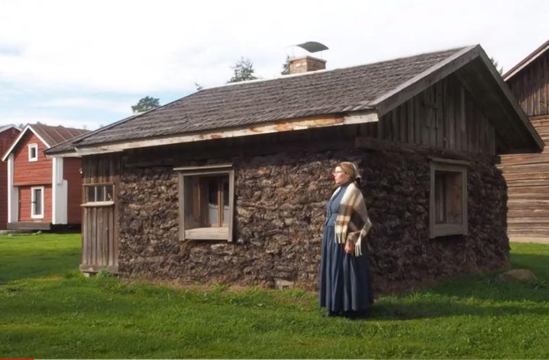 Vanha turppaista rakennettu mökki
